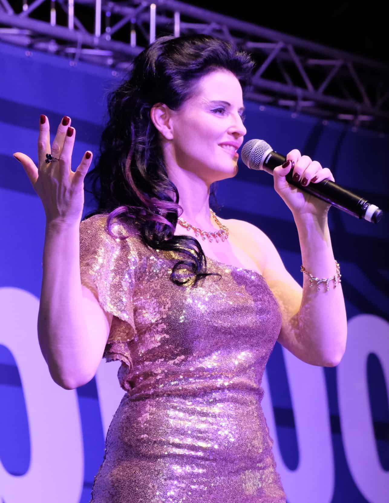 Die singende Moderatorin Danja Bauer aus Wien